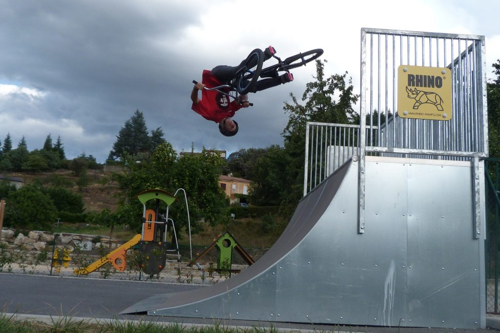Rhino Ramps quarter pipe next to Proludics Diablo range at a park in Pradet, France